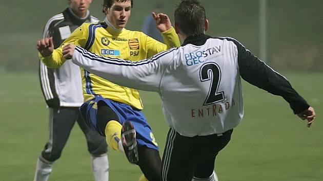 Fotbalisté Jihlavy (ve žlutém Michael Rabušic) ve dvou zápasech vstřelili jediný gól. Útočníci se trápili.