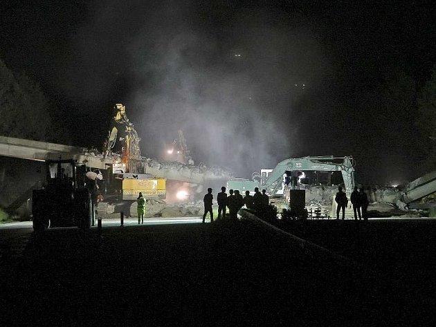 Demolice mostu na dálnici D1. Ilustrační foto.