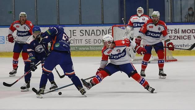 Hokejisté Třebíče (v bílém) na bod z Litoměřic nenavázali. V Prostějově prohráli 3:6.