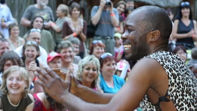 Africká skupina studentů slavila minulý rok v zoo velký úspěch. Letos si ho chce zopakovat.