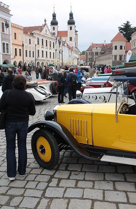 Telč ozdobila historická vozidla pošesté.