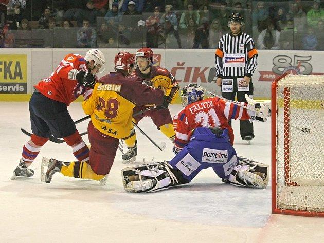 Jihlavští hokejisté dokázali překonat Martina Faltera v horáckém derby pouze jednou, a z Třebíče tak odjíždí bez bodu, přestože byli domácím minimálně vyrovnaným soupeřem.