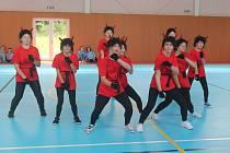 Slavnostní otevření tělocvičny obohatili svým vystoupením žáci stonařovské školy.
