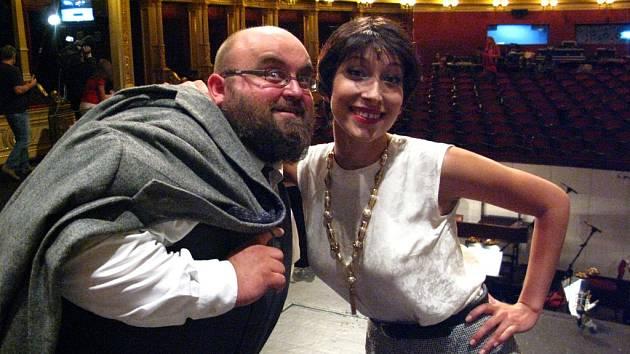 Petr Píša hraje také v Národním divadle (na snímku) s kolegyní Terezou Hálovou.