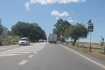Řidiči na Hosovském kopci zatím míjí jen informační radar. Ten však už delší dobu nefunguje.
