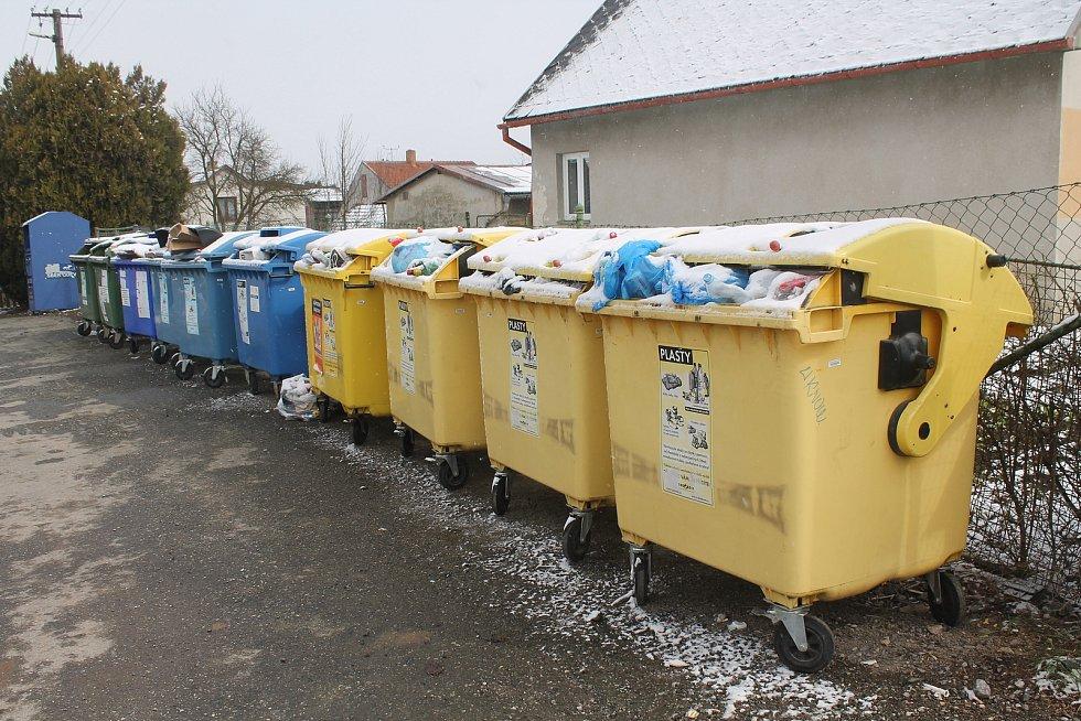 Obyvatelé Rantířova třídí odpad, barevných popelnic mají dostatek.