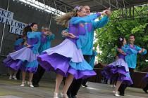 Izraelský folklorní soubor včera krátce po čtvrté hodině odpoledne na jihlavském Masarykově náměstí zahájil jubilejní desátý ročník Mezinárodního folklorního festivalu Jihlavské folklorní léto. Festival potrvá až do neděle.