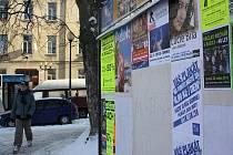 Na některých plakátovacích plochách v Jihlavě jsou prázdná místa. Firma, která plakátovací plochy spravuje, organizátory vyzývá, aby je zaplnili.