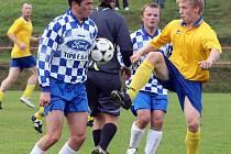 Fotbalisté Luk (vpravo Michal Brnický) se na svém hřišti konečně dočkali tří bodů. V  neděli porazili v 7. kole I. B třídy skupiny B Rudíkov 2:0.