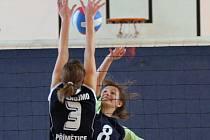 Volejbalové juniorky ŠSK Demlova (číslo 8 Helena Samková), ani jejich mladší kolegyně na lanškrounské soupeřky nestačily.