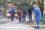 Blokové čištění ulic na sídlišti Demlova.