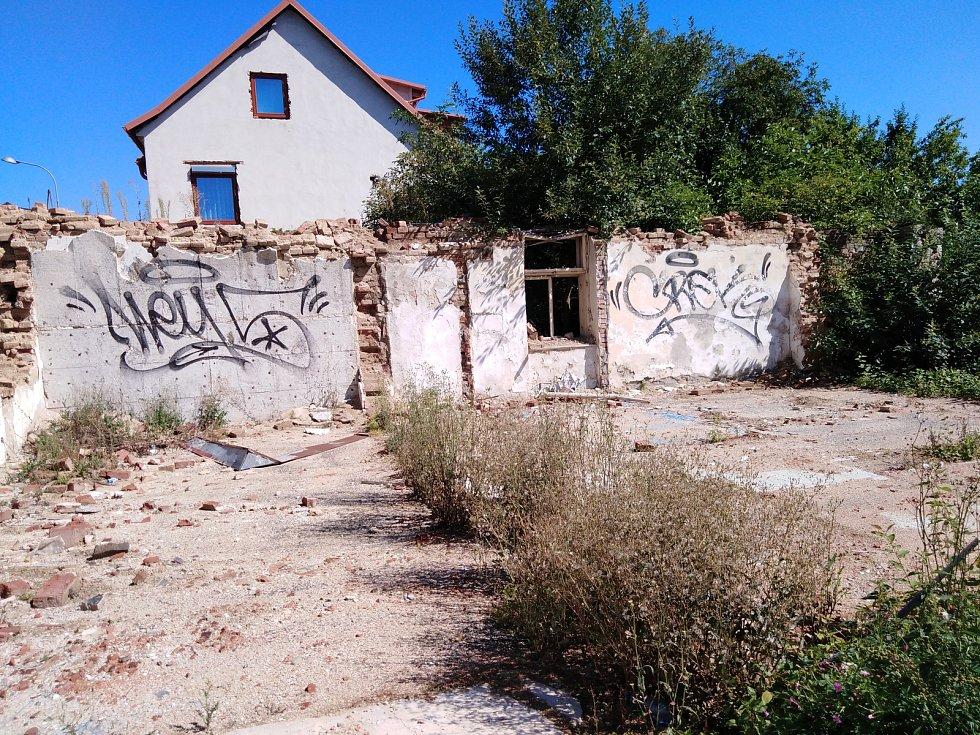 Demolice bývalého hotelu.