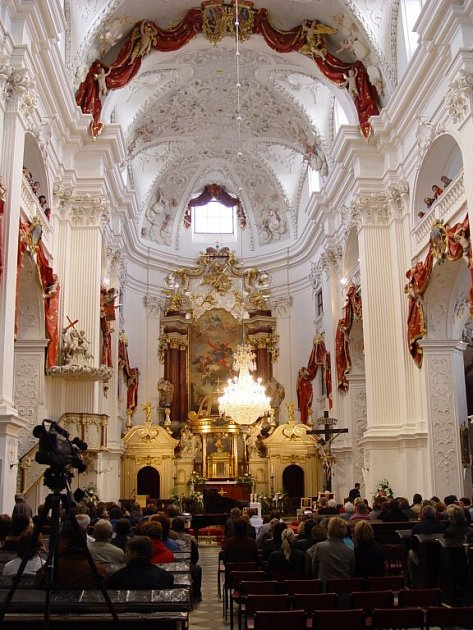 Chrám Nanebevzetí Panny Marie, kde se koncert konal, byl  postavený v letech 1700 - 1707 podle původních plánů italského mistra Dominika de Angeli. Trojlodní barokní bazilika je jedna z nejmohutnějších u nás - je 63 m dlouhá, 26 m široká a 22 m vysoká.