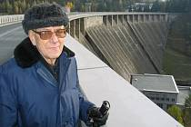 Třicet let života prožil Josef Šikula na Vírské přehradě ve funkci hrázného. Největší vodní nádrž na Žďársku už stojí rovných padesát let.
