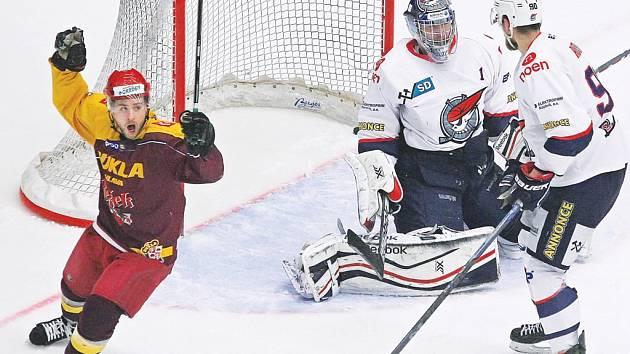 Pouze jedinkrát nalezli jihlavští hokejisté recept na chomutovského gólmana Kopřivu a po třetí porážce jsou na pokraji vyřazení.