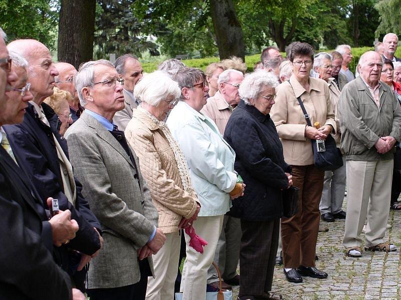 Uctění památky obětí druhé světové války, na straně odsunovaných Němců.
