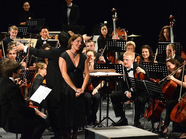 Na posledním koncertu festivalu vystoupila sopranistka Carrie Hennessey.