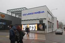Zeď Horáckého zimního stadionu už zdobí logo nového partnera klubu.