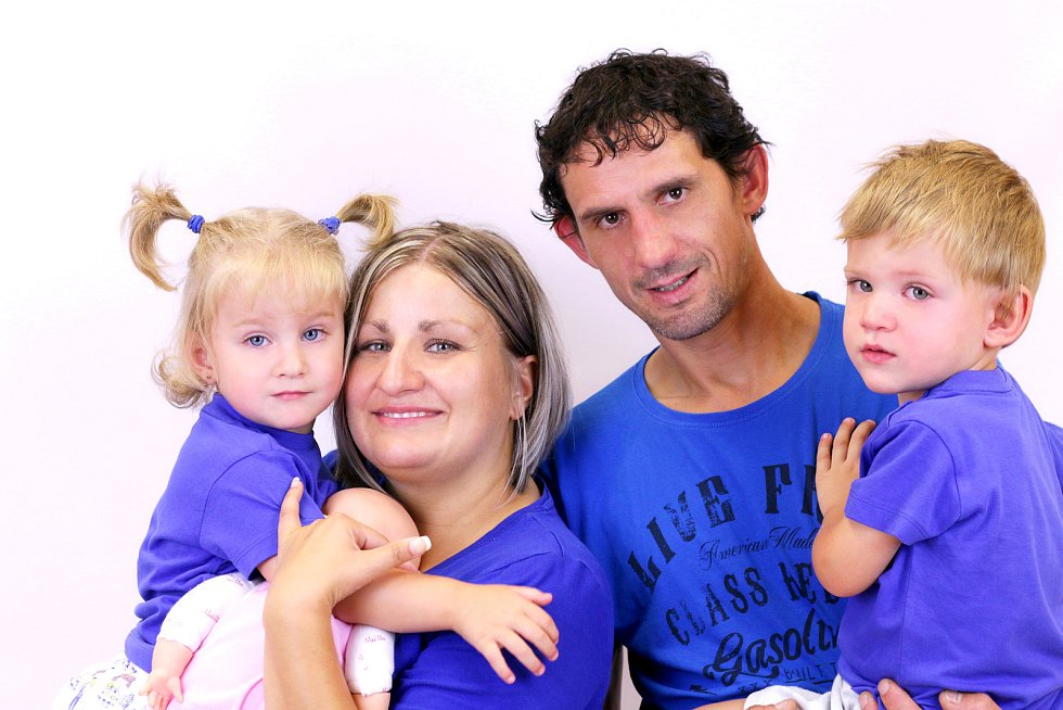 Eliška a Honzík Biskupovi od narození bojují a řadou zdravotních neduhů. Elišce diagnostikovali mozkovou obrnu.