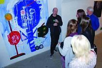 Výstava Václava Girsy, která bezpochyby i pobaví, začala ve výstavním prostoru oblastní galerie v Jihlavě v Komenského ulici 6. března a potrvá až do neděle 20. dubna. Obsah jeho prací je svérázný, výraz často expresivní.