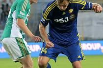 Bez gólů i šancí. Fotbalisté Jihlavy (v modrém Michael Rabušic) si za celý zápas proti Bohemians vytvořili jedinou výraznější šanci. Jinak byla iniciativa výhradně na straně klokanů.