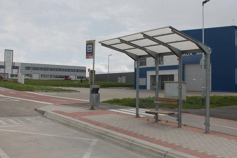 Zastávka Enviropol nedalko jihlavského očkovacího centra v Hruškových Dvorech.
