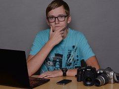 Martin Požár z Třeště má kromě hudby ještě jeden velký koníček, v němž by se rád profesně uplatnil. Nadchlo jej fotografování, proto se rozhodl, že se v něm bude snažit zdokonalovat. Na jaře ho čeká maturita. Co bude po maturitě, to se teprve uvidí.