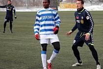 Obránce Milan Kopic (na snímku vpravo v duelu Tipsport ligy proti Znojmu) se po sedmi letech vrací do kádru FC Vysočina. Při první štaci k záchraně nejvyšší soutěže nepomohl, nyní touží být o mnoho úspěšnější.