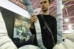 Přípravy na výstavu v rámci víkendového uměleckého festivalu Nultá generace.