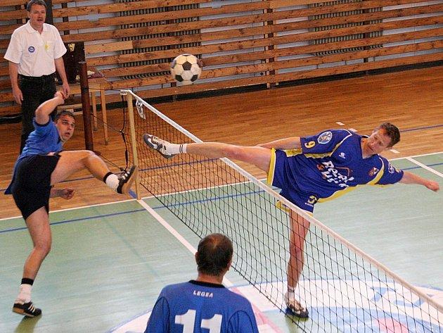 Bedřichovského Karla Löfflera (vpravo) a jeho spoluhráče čeká derby s Jaroměřicemi.