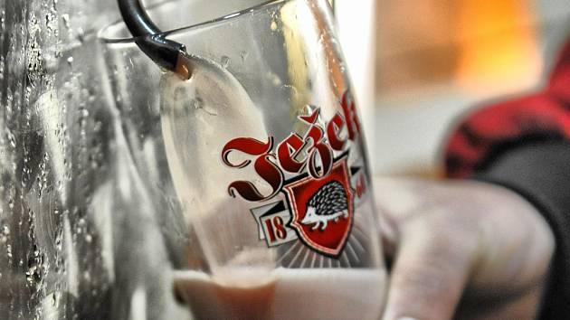 Čertovský speciál. Toto pivo z Pivovaru Jihlava má červenou barvu.