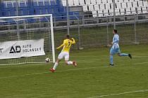 V podzimním utkání v Prostějově se oba celky rozešly smírně 1:1. Vyrovnávací branku vstřelil Matěj Koubek (ve žlutém).