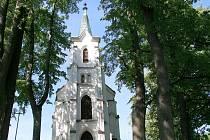 Na poslední opravu si pelhřimovský kostel postavený před více než sto dvaceti lety ani nevzpomíná. Zdálky budí stavba dojem, že je téměř vše v pořádku. Zblízka je však vidět, jak chátrá.