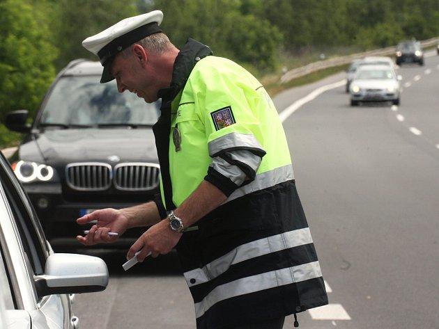Pokud má řidič pozastavené oprávnění k řízení, jsou to policisté schopni zjistit přímo na silnici.