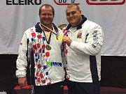 """Jihavský silový tojbojař Tomáš Šárik (vlevo) a jeho """"parťák"""" a pomocník David Lupač si závody ve švédském Sundsvallu užili."""