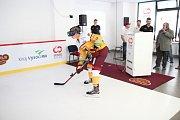 Hráč A týmu Dukly Jihlava Tomáš Chlubna při prezentaci virtuálního tréninkového centra.