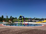 Vodní ráj láká návštěvníky na nový nerezový bazén pro děti a nově natřené a vyčištěné tobogány.