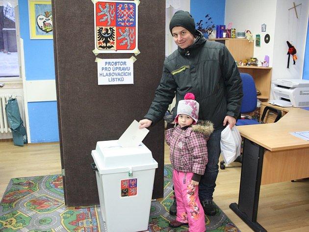Volby v Jihlavě ovlivnila onemocnění několika členů volebních komisí. Zastoupit je museli náhradníci. V pátek bez problémů fungovaly všechny volební místnosti.