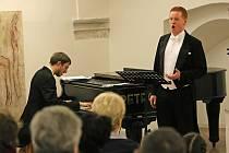 Jakub Pustina při jednom ze svých koncertů
