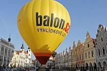 Třináct pestrobarevných horkovzdušných balonů bude ode dneška až do neděle zdobit nebe nad Telčí.