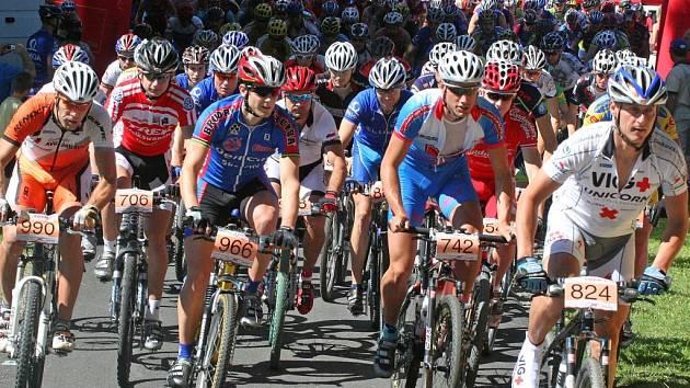 Maratonský seriál na horských kolech Přes ři vrchy Vysočiny přilákal opět velký počet závodníků, mezi kterými nechyběly ani hvězdy.