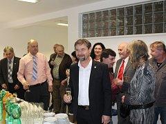 Radek Koten měl na slavnostním otevření poslanecké kanceláře v Jihlavě dobrou náladu.