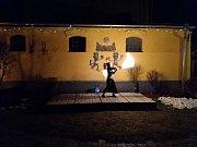 Na závěr adventu vystoupila v Polné skupina Novus Origo s ohňovou show.