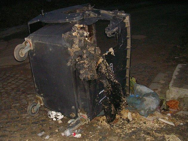 Nedbalost byla zřejmě příčinou požáru plastového kontejneru v jihlavské příměstské části Pístov.