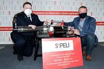 Hasiči v Jihlavě dostali darem zařízení k dezinfikování veřejných prostor.