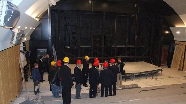 Kontrolního dne v rekonstruovaném kině Dukla se zúčastnil i předseda senátu Přemysl Sobotka