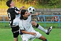 Fotbalisté Žďáru (vlevo Jakub Šindelka) v souboji s rezervou Slovácka dlouho živili naději na bodový zisk. Nakonec však prohráli 0:1 – gólem z 88. minuty.
