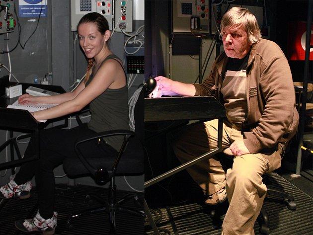 V Horáckém divadle Jihlava pracují dva inspicienti, kteří se střídají. Jsou jimi Gabriela Schottnerová (vlevo) a Petr Pazourek (vpravo). Jde o náročnou práci, která vyžaduje dobré koordinační schopnosti. Mnohdy se ale i pobaví.