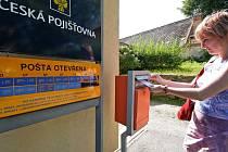 Stonařovští chtěli prodloužení otevírací doby místní pobočky České pošty. Mají ale smůlu. Prodloužení nebude a místo toho jim hrozí, že bude mít pošta ve Stonařově otevřeno ještě méně než doposud.
