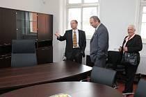 Slavnostní otevření budovy soudu. Na archivním snímku jihlavský soudce Vladimír Sova (vlevo).